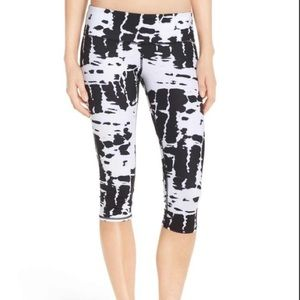 Alo Yoga Airbrush Black and White Tie Dye Crops